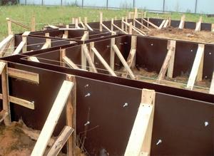 opalubka-fundamenta-iz-fanery