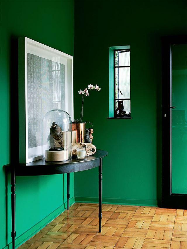 Зеленый цвет в коридоре