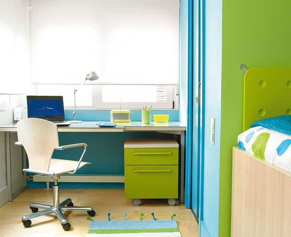 Выбор письменного стола для школьника, параметры письменного стола для ребенка