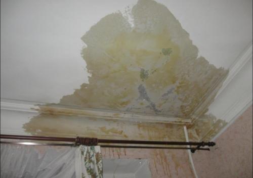 Как убрать пятно на потолке