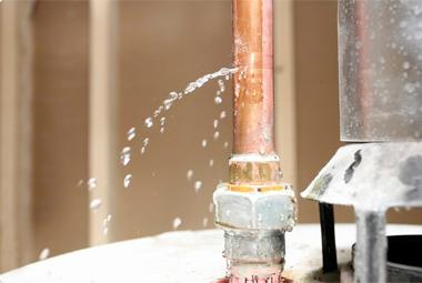 Как устранить течь канализации своими силами?