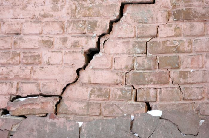 О проверке трещины дома